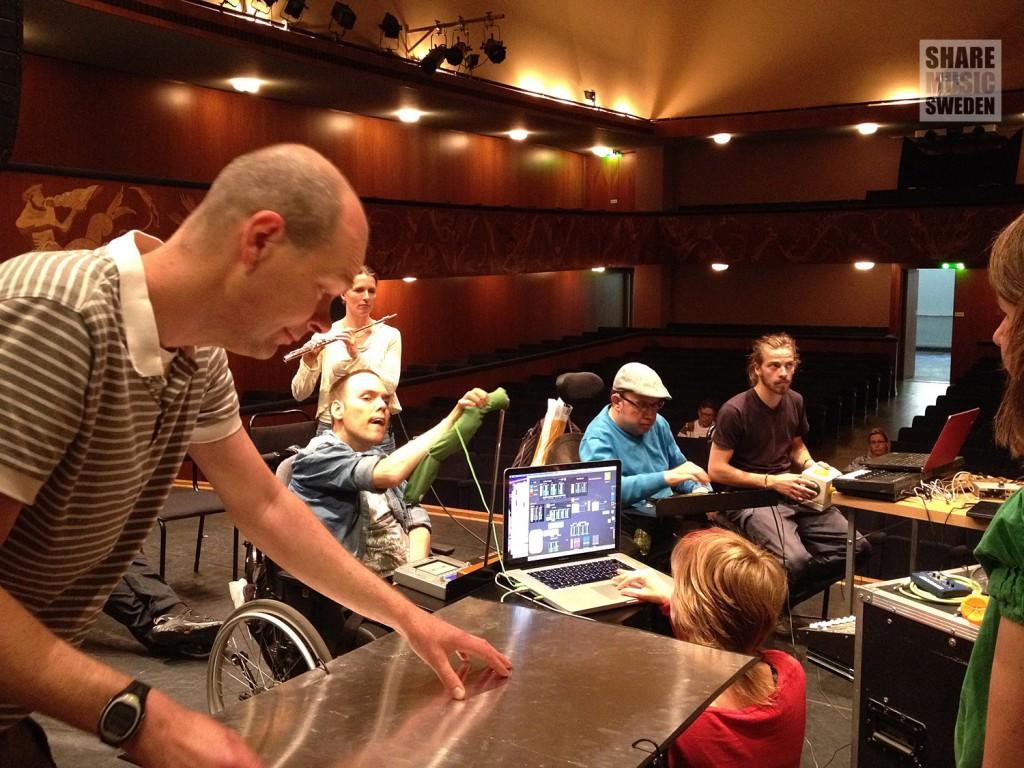 Jonas Larsson i Gageego! med medlemmar ur In:fluence