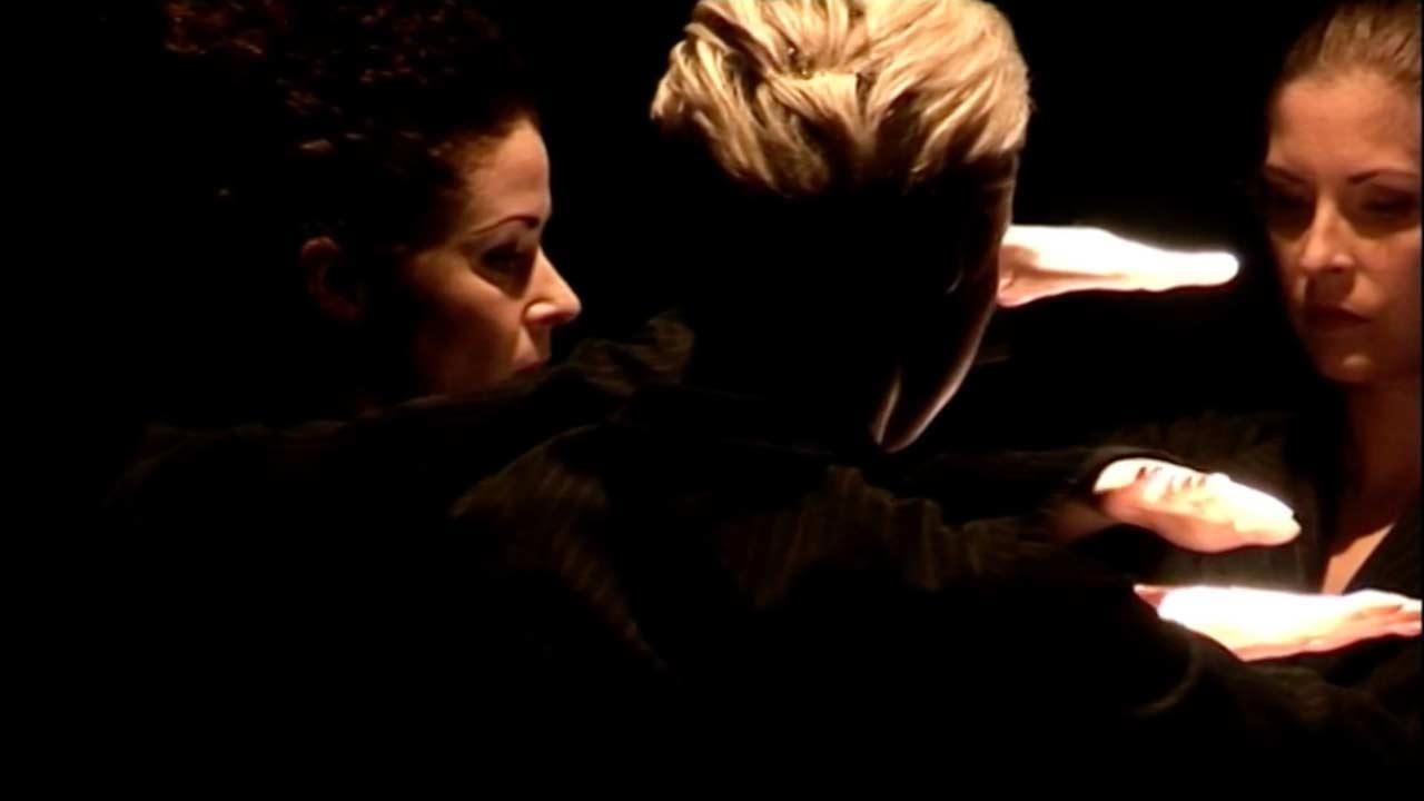 Stillbild från videodokumentation av dans/musikföreställningen LINIER